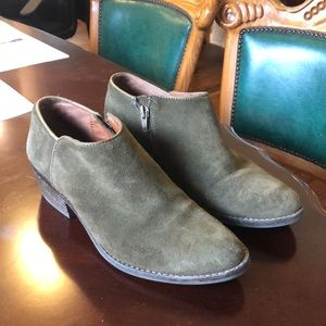 Lucky brand suede booties in size 7 (olive)